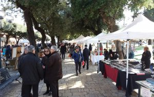 Domenica in Villa: a Mesagne torna il mercatino dell'antiquariato e degli hobbisti