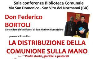 La distribuzione della Comunione sulla mano: Don Bortoli a San Vito dei Normanni