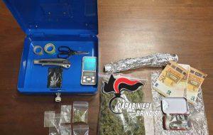 Beccati con erba e fumo: arrestati padre e figlio