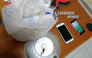 Nasconde 5 grammi di cocaina nella macchinetta del caffè: arrestato commerciante
