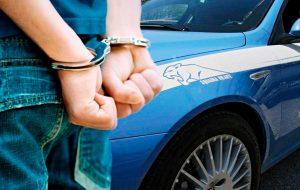 Indossa il giubbotto ed esce senza pagare: denunciato 23enne