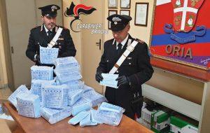 Rapinano 8.100 mascherine in TNT a commerciante cinese: arrestati due fratelli