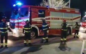I Vigili del Fuoco rendono omaggio al Personale dell'Ospedale Perrino di Brindisi
