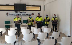 Oltre l'Orizzonte dona colombe pasquale al personale della Protezione Civile e della Croce Rossa