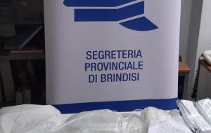 SAP Brindisi: mascherine artigianali in tessuto lavabile donate al personale di Polizia