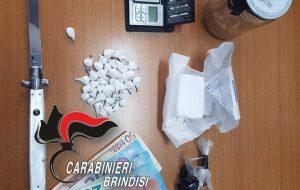 Sorpreso mentre nasconde 41 dosi di cocaina in un muretto a secco, arrestato