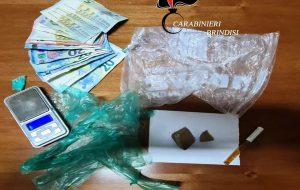 Detenuto agli arresti domiciliari sorpreso con 24,5 grammi di eroina: in galera