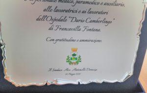 Targa del sindaco Denuzzo al personale del Camberlingo: il ringraziamento del direttore generale