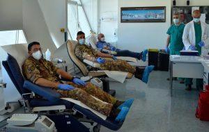 """I Militari del """"Cavalleggeri di Lodi"""" donano sangue al Perrino"""
