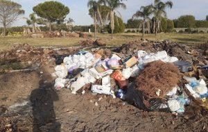 Beccato mentre incendia rifiuti: denunciato imprenditore