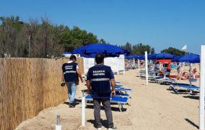 Villaggio turistico occupa spiaggia libera: la Guardia Costiera la restituisce ai cittadini