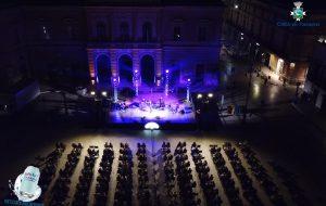 """""""WOW! Fasano"""": Il Tango di Astor Piazzola e il violino di Alessandro Quarta incantano il pubblico di Piazza Ciaia"""