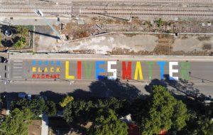 Human Black Migrant Lives Matter: a Latiano una maxiscritta contro il razzismo