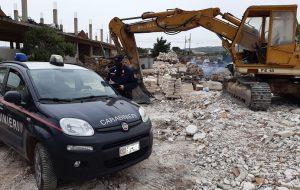Demoliscono auto sottoposta a sequestro: denunciati proprietario e autodemolitore