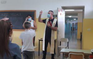 Il Parroco di Sant'Elia benedice l'avvio dell'anno scolastico