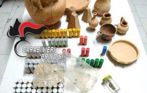 Detenuto agli arresti domiciliari trovato in possesso di munizioni, reperti archeologici e droga