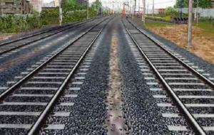 Cadavere sui binari a pochi metri dalla stazione di Brindisi: traffico ferroviario sospeso