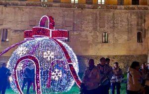A Mesagne invece delle luminarie buoni natalizi alle persone in difficoltà da spendere nelle attività commerciali della città