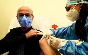 """Vaccino anti Covid, la Puglia avvia la fase 1, Lopalco: """"Attivati 26 punti di vaccinazione, solo oggi somministrate 1500 dosi"""""""