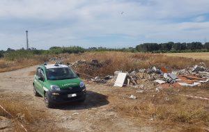 Scavi e lavori edili abusivi nel Parco Dune Costiere: denunciati i proprietari
