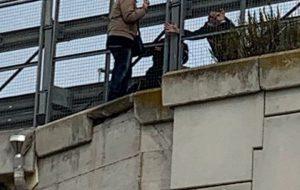 Tenta di buttarsi giù dal ponte, salvato dal pronto intervento dei Carabinieri