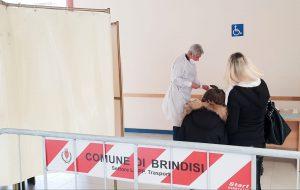 Continua lo screening gratuito per la popolazione scolastica di Brindisi: oggi eseguiti 376 tamponi, tutti negativi