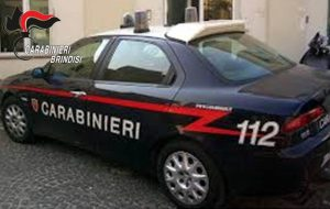 I Carabinieri perquisiscono l'abitazione e loro gettano cocaina e bilancino nel camino: arrestata coppia di Latianoteriale per il confezionamento, arrestati.