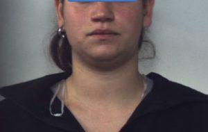 In caso droga, soldi falsi e due cani in pessime condizioni igenico-sanitarie: arrestata 25enne