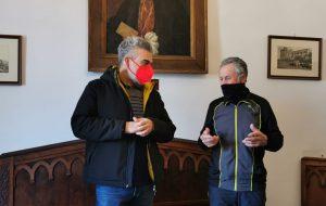 Tappa a Mesagne per Elio Brusamento, l'ex atleta che gira l'Italia per sensibilizzare sulla sclerosi tuberosa