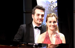Due pianoforti in viaggio tra suite e arie d'opera; domenica 14 marzo Stefania e Giampaolo Argentieri in diretta streaming dal Verdi