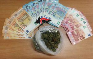 In casa 45 grammi di erba e denaro ritenuto provento di spaccio: arrestato 23enne di Brindisi