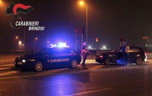 Non si ferma all'alt dei Carabinieri ed ingaggia un pericoloso inseguimento per le vie del paese