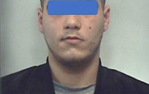 In casa 380 grammi di hashish e 70 di cocaina: arrestato 20enne