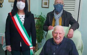 San Vito dei Normanni festeggia i 106 anni di nonno Vincenzo Prete