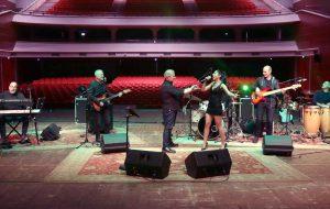 Streaming dal Nuovo Teatro Verdi di Brindisi: domenica Blu70 story e il meglio della musica italiana