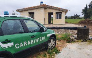 Costruiscono casa abusiva: blitz dei Carabinieri Forestali