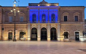 Giornata mondiale della consapevolezza sull'autismo: a Fasano Palazzo di Città si illumina di blu