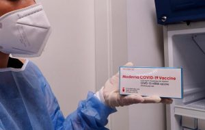 Poste: domani 2400 dosi di vaccino Moderna all'Ospedale Perrino