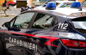 Fugge per evitare il controllo dei Carabinieri: in auto aveva arnesi da scasso