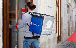 A Brindisi arriva Alfonsino e assume 50 rider, il food delivery sostenibile che permette di ordinare con FB si espande in Puglia