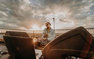DJ Set dal Monumento al Marinaio: il video dell'esibizione di Andrea Fiusco