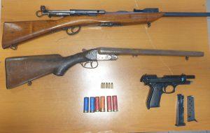 In casa fucile con matricola abrasa, pistola con canna modificata e varie munizioni: arrestato