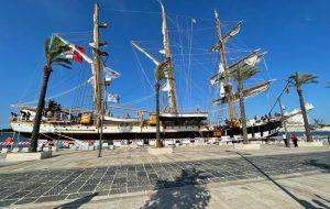 Spettacolo sul Lungomare di Brindisi: è ormeggiata la Nave Scuola Palinuro