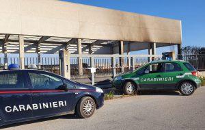 Vasto incendio investe capannone nella zona industriale di Torre Santa Susanna