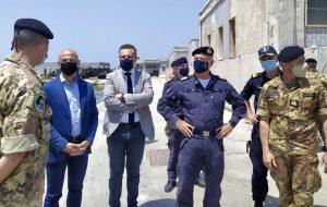 Delegazione M5S visita la forza anfibia della Marina Militare a Brindisi