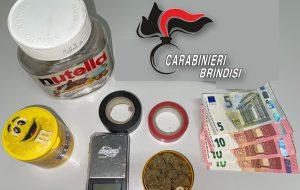 Sorpreso in casa con la marijuana, aggredisce i Carabinieri: arrestato 25enne