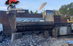 Auto rubata ritrovata nella pressa idraulica di una ditta di raccolta e smaltimento di materiale ferroso: denunciate tre persone