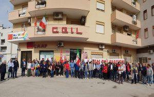 """Presidio a Brindisi contro l'attacco alla Cgil, Macchia: """"sciogliere ogni formazione di stampo fascista"""". La solidarietà delle forze politiche contro l'attacco squadrista"""