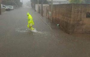 Forte temporale su Brindisi: strade allagate, traffico in tilt